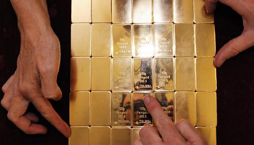 Vàng trụ vững trên vùng 1.300 USD